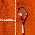 テニスで真っ直ぐにボールを飛ばすコツ